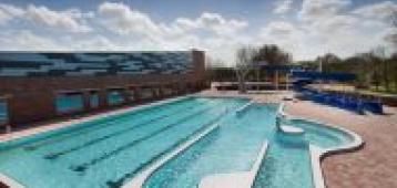 Gouwenaars vinden buitenbad Groenhovenbad te klein, binnenbad scoort beter
