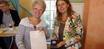 Erepenning voor Vera Mak, vrijwilliger Ontmoetingskerk