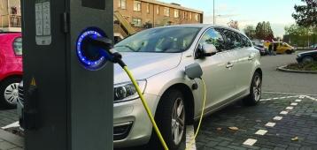 Eind dit jaar moeten er 36 extra oplaadpunten elektrische auto's zijn