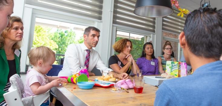 2b. Staatssecretaris Paul Blokhuis tijdens zijn bezoek aan leef-leerhuis voor jonge moeders De Regentes