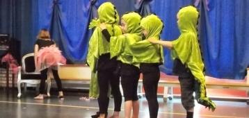 Woe. 12-9: Kinderdans in Gouda