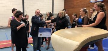 Lions Club Zevenhuizen helpt O.S.S. met aanschaf pegasus