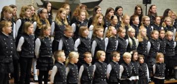 Zo. 11-11: Ridderkerkse kinder- en jeugdkoren in Nieuwerkerk